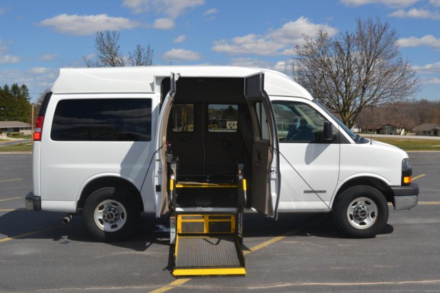 2006 GMC Savana G3500 Non Branded Wheelchair Lift & Tiedowns Wheelchair Van For Sale