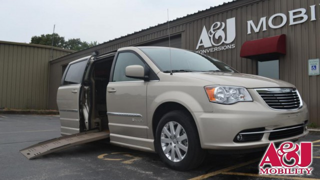 2013 Chrysler Town and Country BraunAbility Chrysler Entervan II Wheelchair Van For Sale