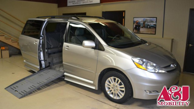 2007 Toyota Sienna BraunAbility Rampvan XT Wheelchair Van For Sale