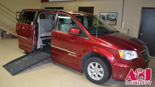 2011 Chrysler Town and Country BraunAbility Dodge Entervan II Wheelchair Van For Sale