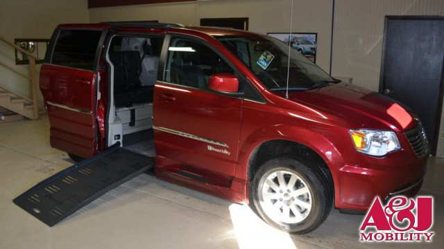 2015 Chrysler Town and Country BraunAbility Chrysler Entervan XT Wheelchair Van For Sale