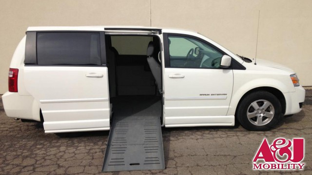 2008 Dodge Grand Caravan BraunAbility Dodge Entervan II Wheelchair Van For Sale