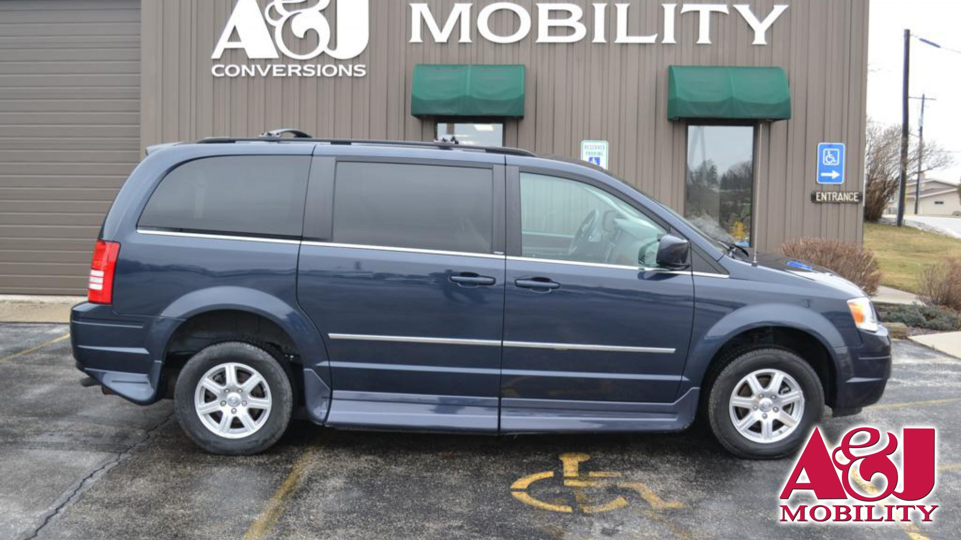Wheelchair van for sale 2009 chrysler town and country stock 9r554353 a j mobility