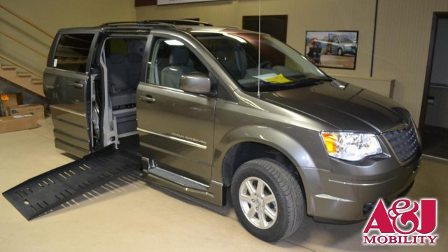 2010 Chrysler Town and Country BraunAbility Chrysler Entervan XT Wheelchair Van For Sale