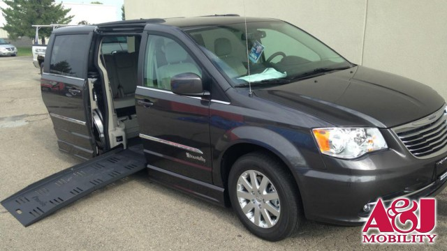 2016 Chrysler Town and Country BraunAbility Dodge Entervan II Wheelchair Van For Sale