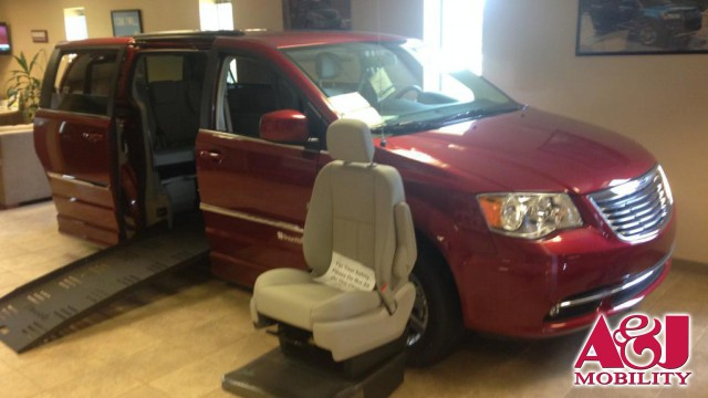 2016 Chrysler Town and Country BraunAbility Chrysler Entervan II Wheelchair Van For Sale