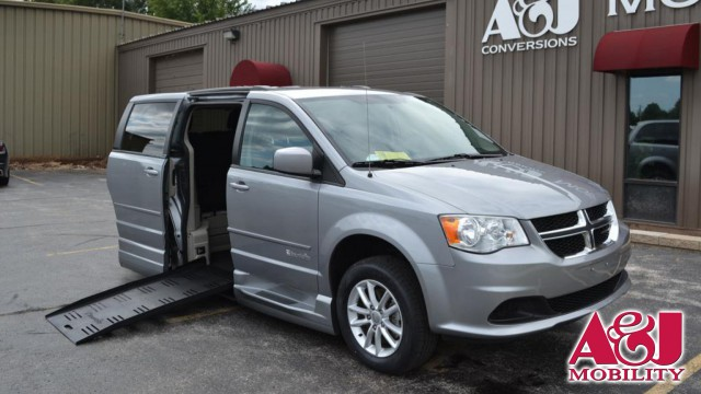 2014 Dodge Grand Caravan BraunAbility® Dodge Entervan XT Wheelchair Van For Sale