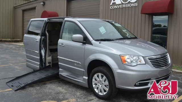 2015 Chrysler Town and Country BraunAbility® Chrysler Entervan XT Wheelchair Van For Sale