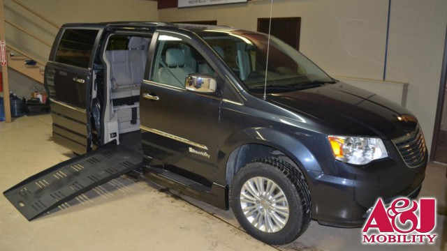 2013 Chrysler Town and Country BraunAbility® Chrysler Entervan XT Wheelchair Van For Sale