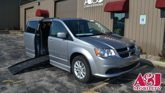 2015 Dodge Grand Caravan BraunAbility Dodge Entervan II Wheelchair Van For Sale