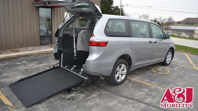 2016 Toyota Sienna Non Branded Please See Description Wheelchair Van For Sale