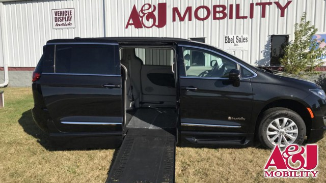 2017 Chrysler Pacifica BraunAbility BraunAbility Pacifica InFloor Wheelchair Van For Sale