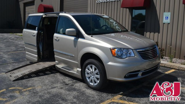2014 Chrysler Town & Country BraunAbility Chrysler Entervan XT Wheelchair Van For Sale