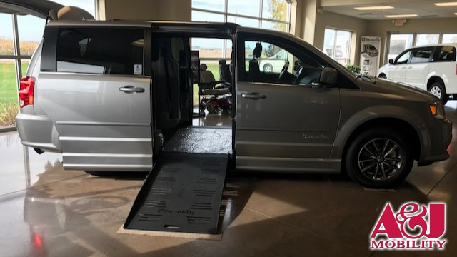 2017 Dodge Grand Caravan BraunAbility Dodge Entervan II Wheelchair Van For Sale