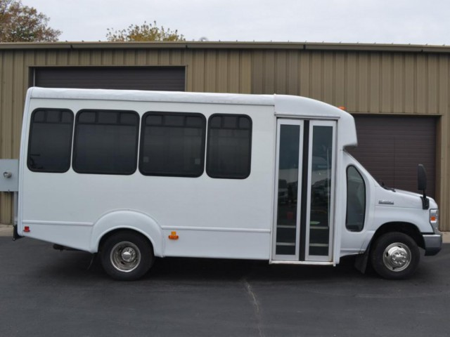 Bus For Sale Wisconsin: 2011 FORD ECONOLINE 450 - Non Branded Please See Description