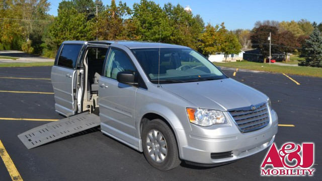 2010 Chrysler Town & Country BraunAbility Chrysler Entervan II Wheelchair Van For Sale