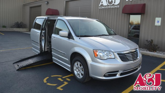 2011 Chrysler Town and Country BraunAbility Chrysler Entervan II Wheelchair Van For Sale
