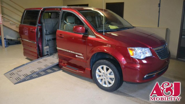 2012 Chrysler Town and Country BraunAbility Chrysler Entervan XT Wheelchair Van For Sale