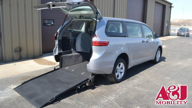 2017 Toyota Sienna Non Branded Please See Description Wheelchair Van For Sale
