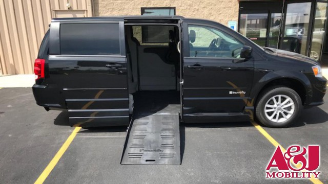 2014 Dodge Grand Caravan BraunAbility Dodge CompanionVan Wheelchair Van For Sale