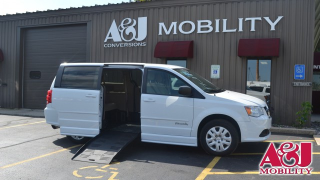 2015 Dodge Grand Caravan BraunAbility Dodge CompanionVan Wheelchair Van For Sale