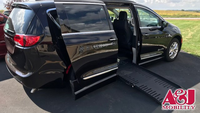 2017 Chrysler Pacifica BraunAbility Chrysler Entervan II Wheelchair Van For Sale