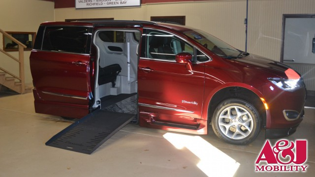 2017 Chrysler Pacifica BraunAbility Chrysler Entervan XT Wheelchair Van For Sale