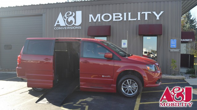 2014 Dodge Grand Caravan BraunAbility Dodge Entervan XT Wheelchair Van For Sale