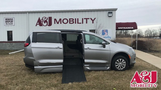 2017 Chrysler Pacifica BraunAbility Chrysler Entervan Xi Infloor Wheelchair Van For Sale