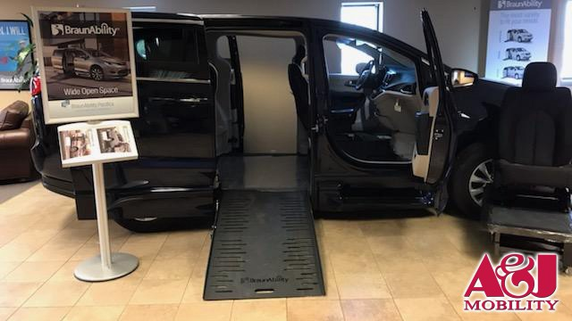 2018 Chrysler Pacifica BraunAbility Chrysler Entervan XT Wheelchair Van For Sale