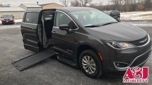 2018 Chrysler Pacifica BraunAbility Chrysler Entervan Xi Infloor Wheelchair Van For Sale