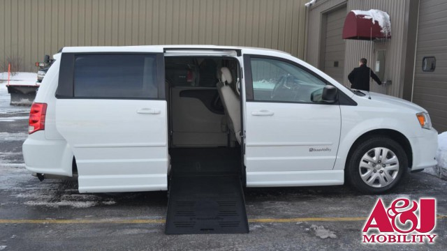 f60c671953e26b 2016 Dodge Grand Caravan BraunAbility Dodge Entervan II Wheelchair Van For  Sale