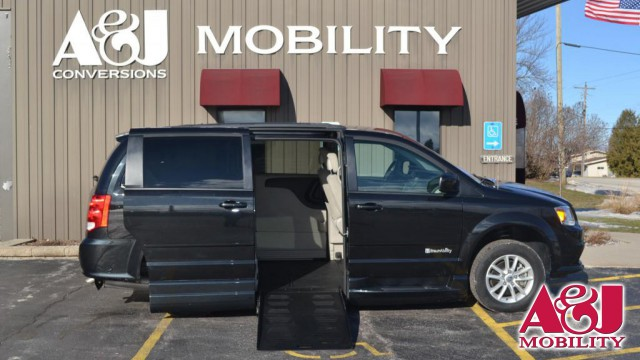 2016 Dodge Grand Caravan BraunAbility Dodge Entervan XT Wheelchair Van For Sale