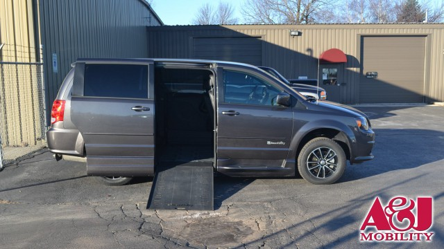 Used 2016 Dodge Grand Caravan.  ConversionBraunAbility Dodge Entervan Xi Infloor