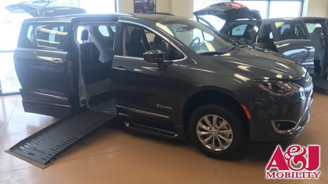 New 2019 Chrysler Pacifica.  ConversionBraunAbility Chrysler Entervan XT