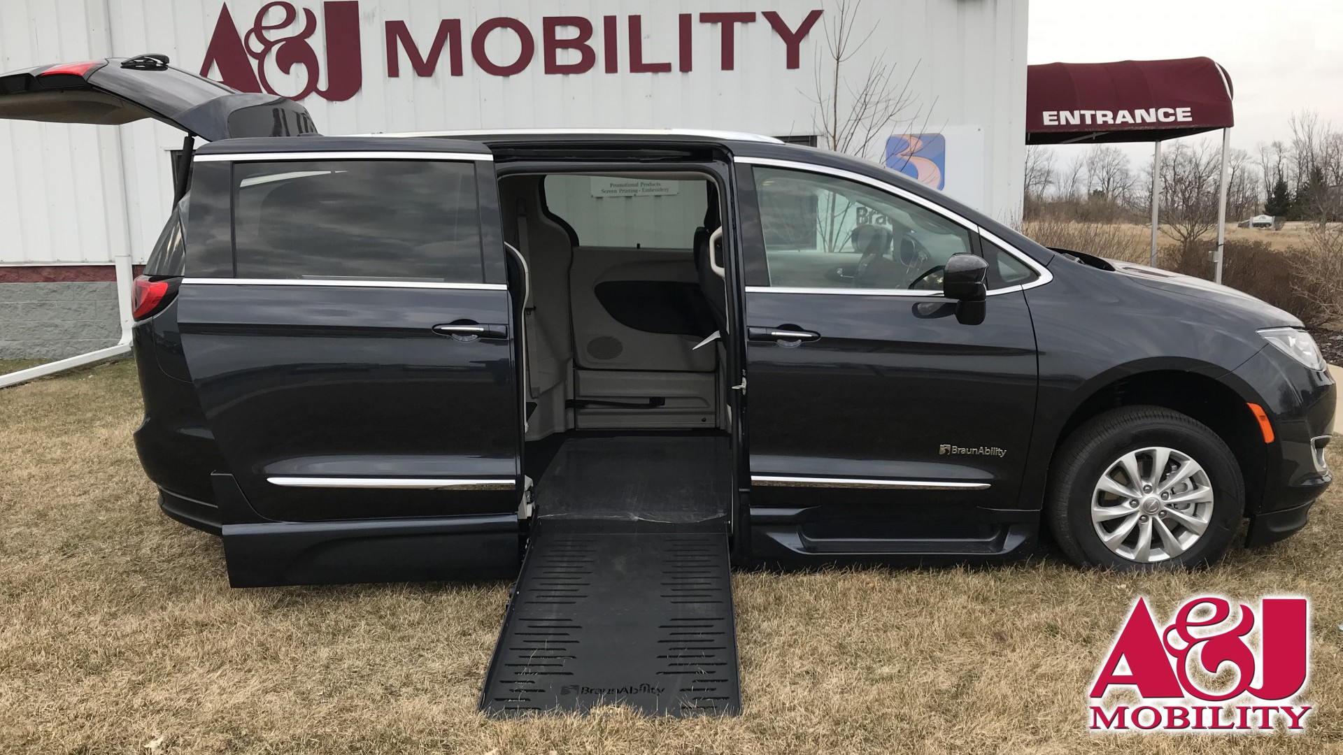 2019 Chrysler Pacifica | Conversion: BraunAbility Chrysler Entervan XT