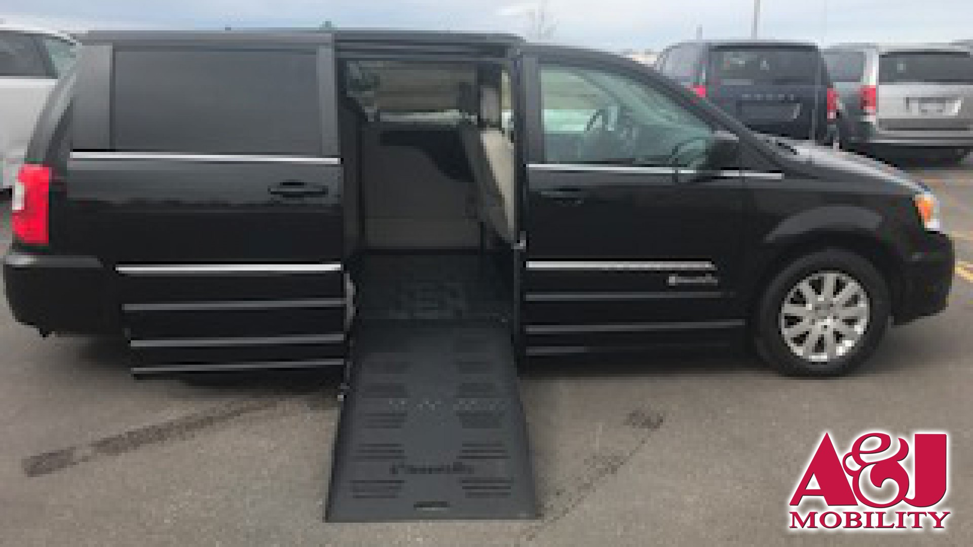 2015 Chrysler Town and Country | Conversion: BraunAbility Chrysler Entervan II