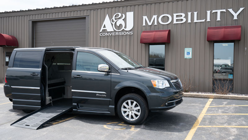 Used 2011 Chrysler Town and Country.  ConversionBraunAbility Chrysler Entervan XT