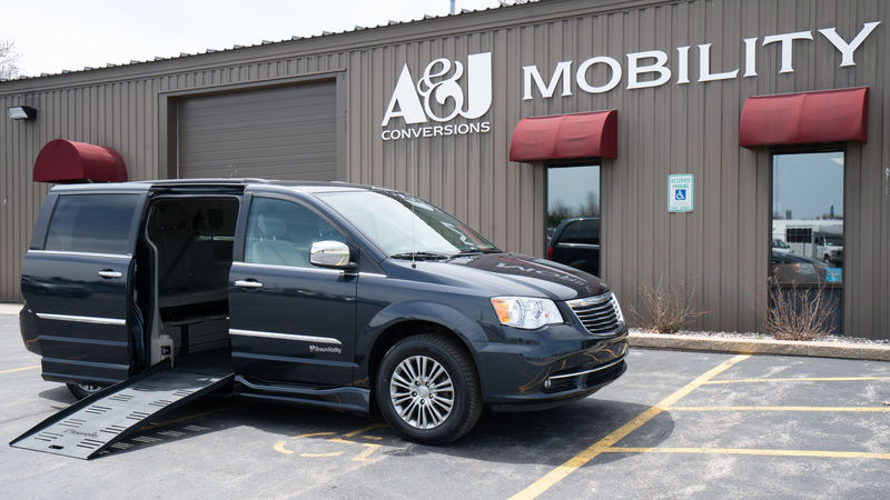 Used 2014 Chrysler Town and Country.  ConversionBraunAbility Chrysler Entervan II