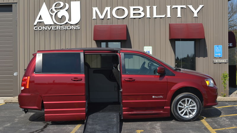 Used 2015 Dodge Grand Caravan.  ConversionBraunAbility Dodge Entervan XT