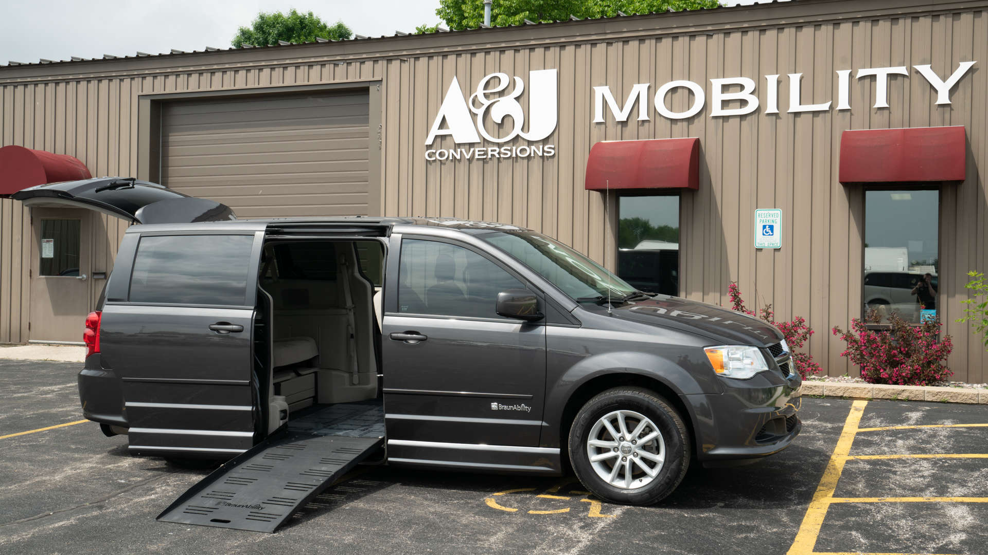 2015 Dodge Grand Caravan | Conversion: BraunAbility Dodge Entervan II