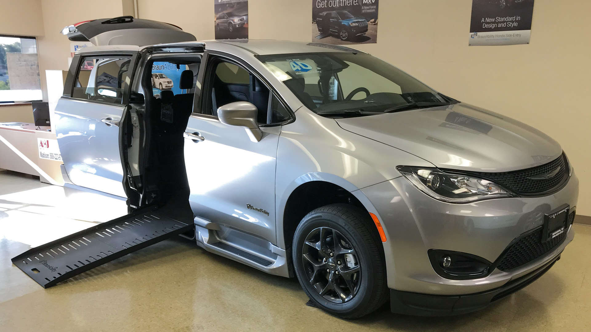 2019 Chrysler Pacifica | Conversion: BraunAbility Chrysler Pacifica Foldout XT