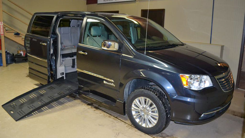 2013 Chrysler Town and Country | Conversion: BraunAbility Chrysler Entervan XT