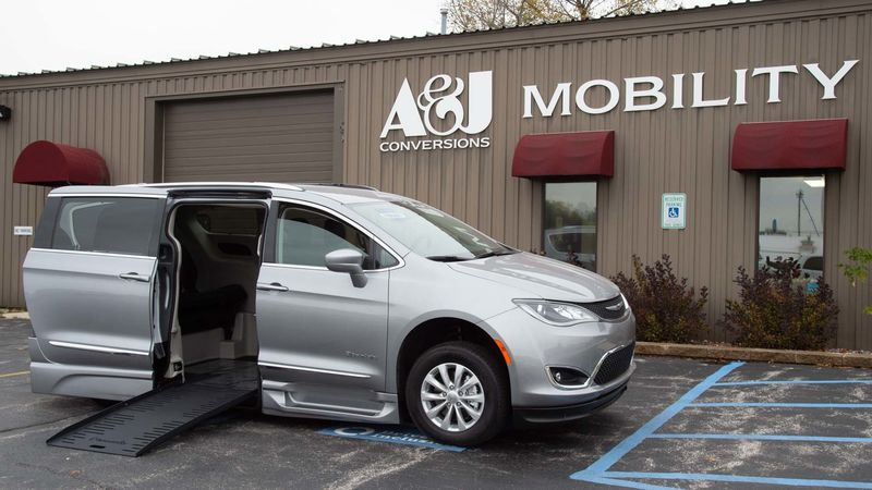 2019 Chrysler Pacifica BraunAbility Chrysler Entervan XT wheelchair van for sale