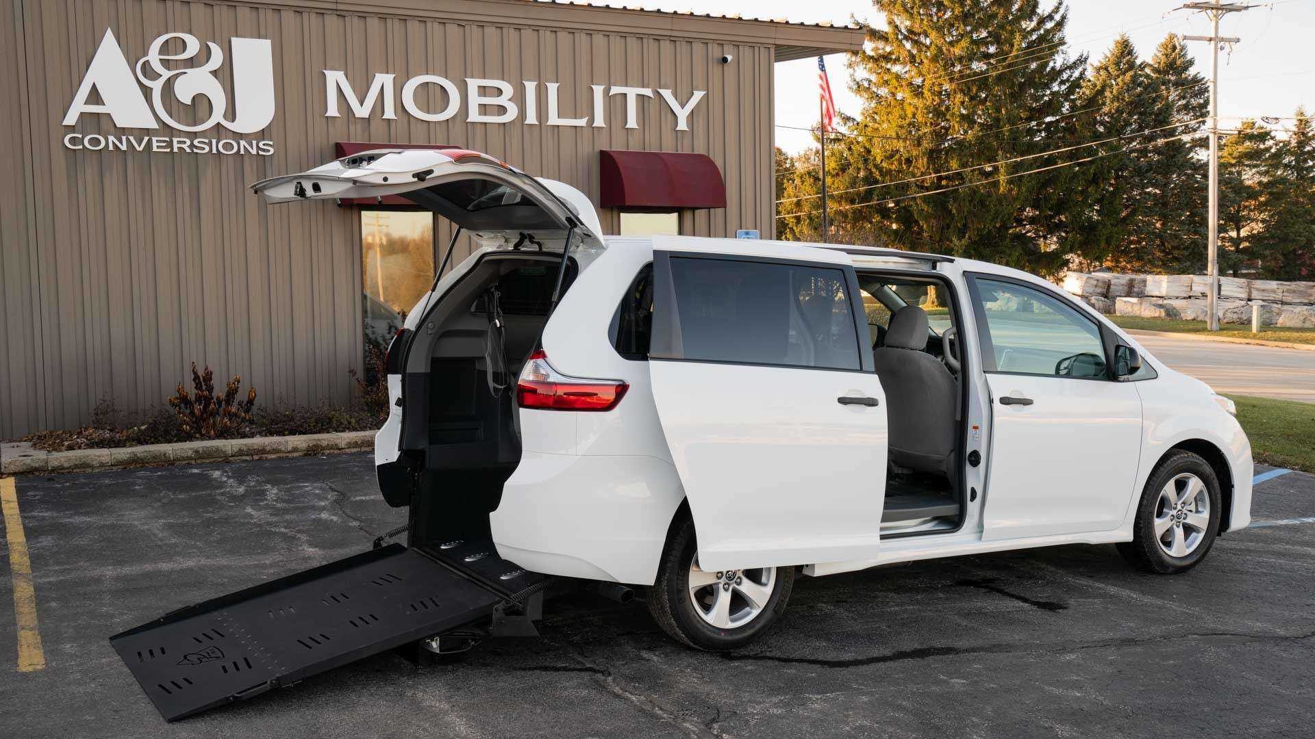 2020 Toyota Sienna | Conversion: Commercial Vans Toyota Manual Rear Entry