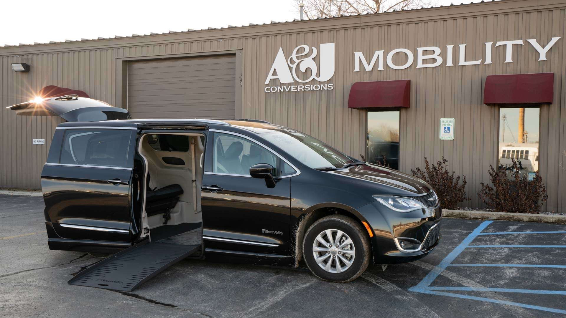 2020 Chrysler Pacifica | Conversion: BraunAbility Chrysler Pacifica Foldout