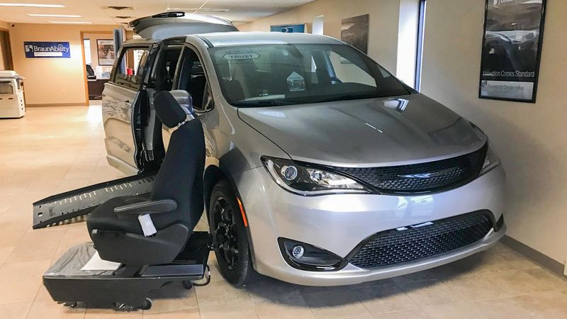 New 2019 Chrysler Pacifica.  ConversionBraunAbility Chrysler Entervan II