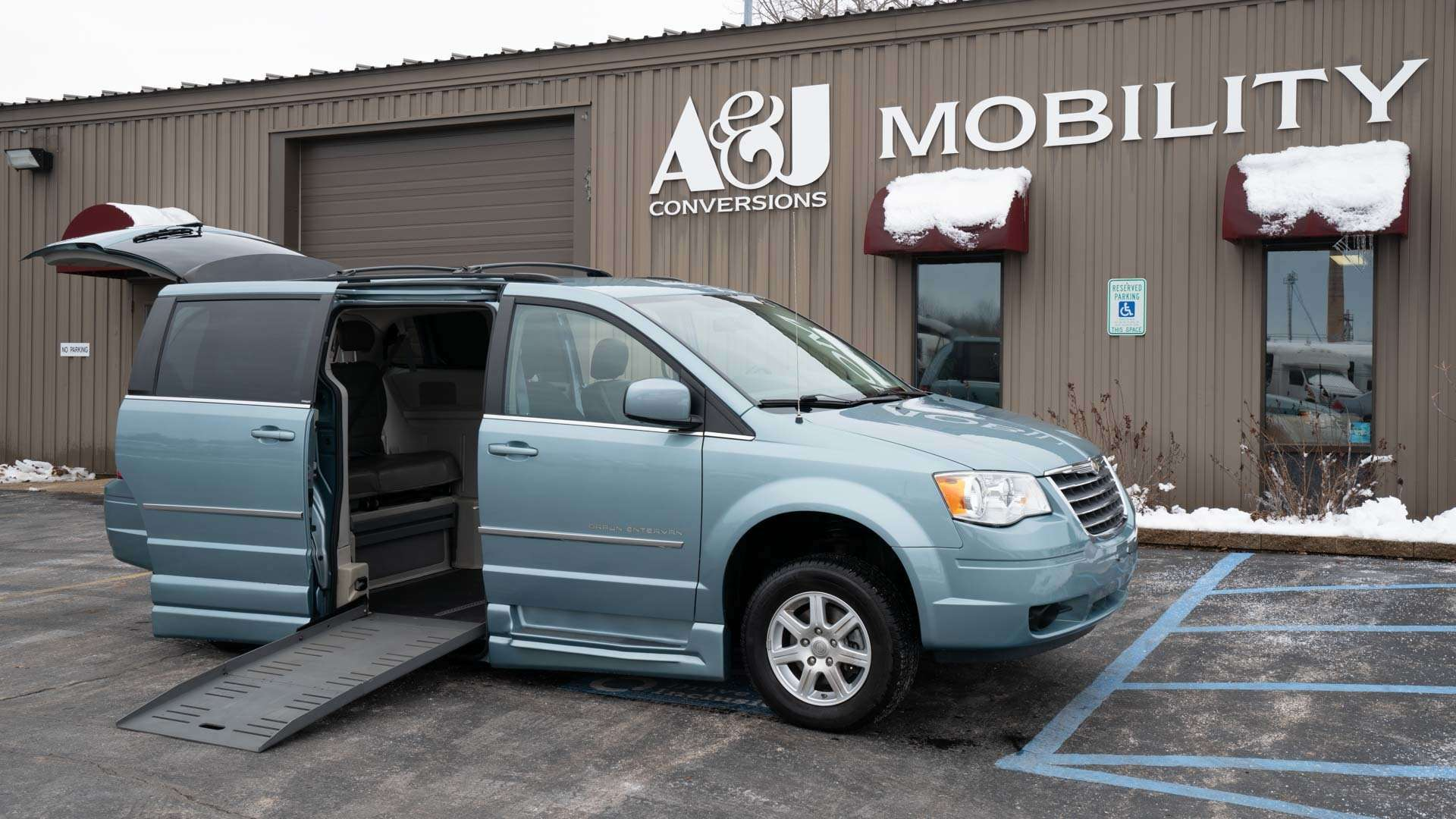 2010 Chrysler Town and Country | Conversion: BraunAbility Chrysler Entervan XT