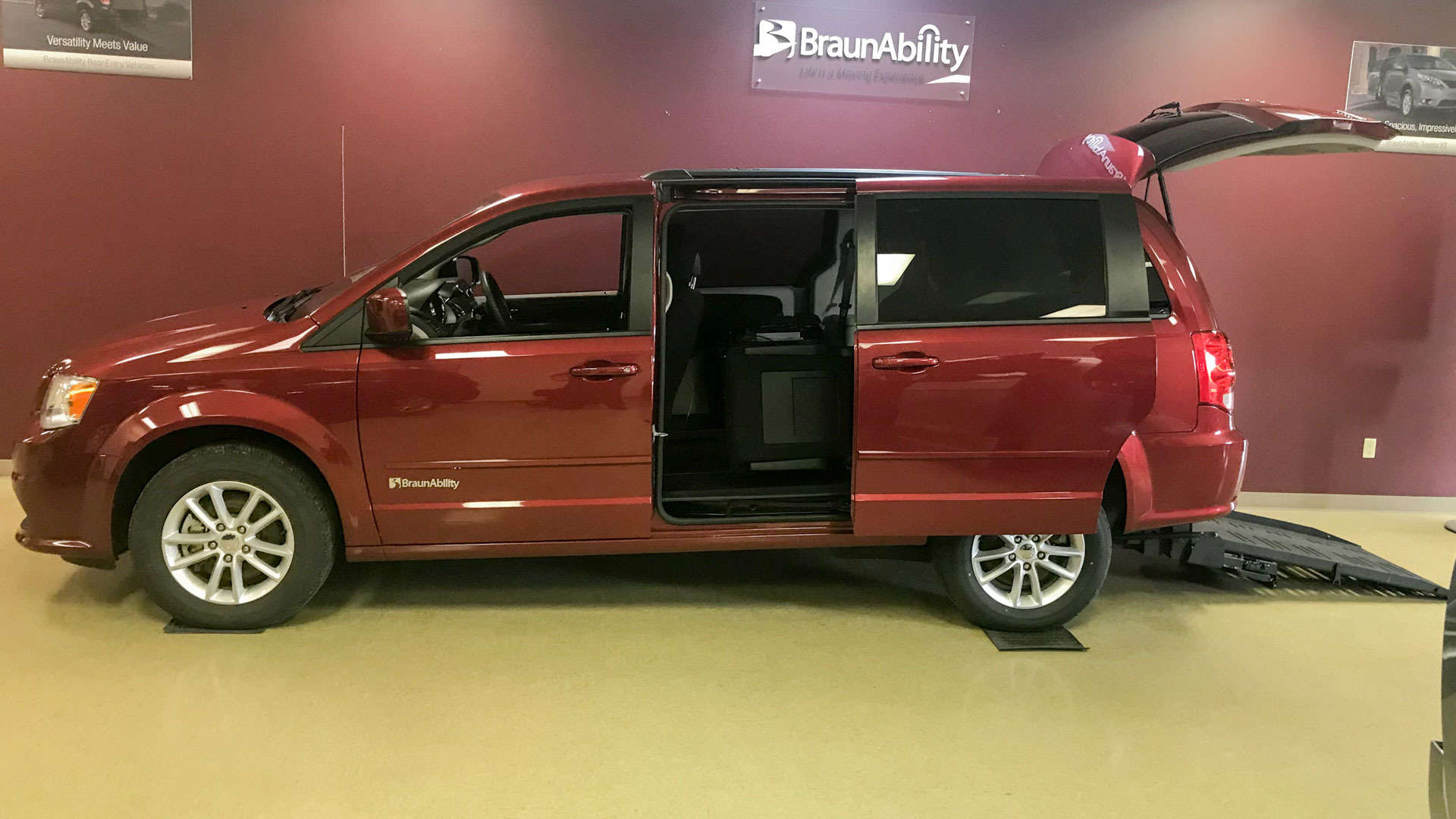 2016 Dodge Grand Caravan | Conversion: BraunAbility Dodge Manual Rear Entry