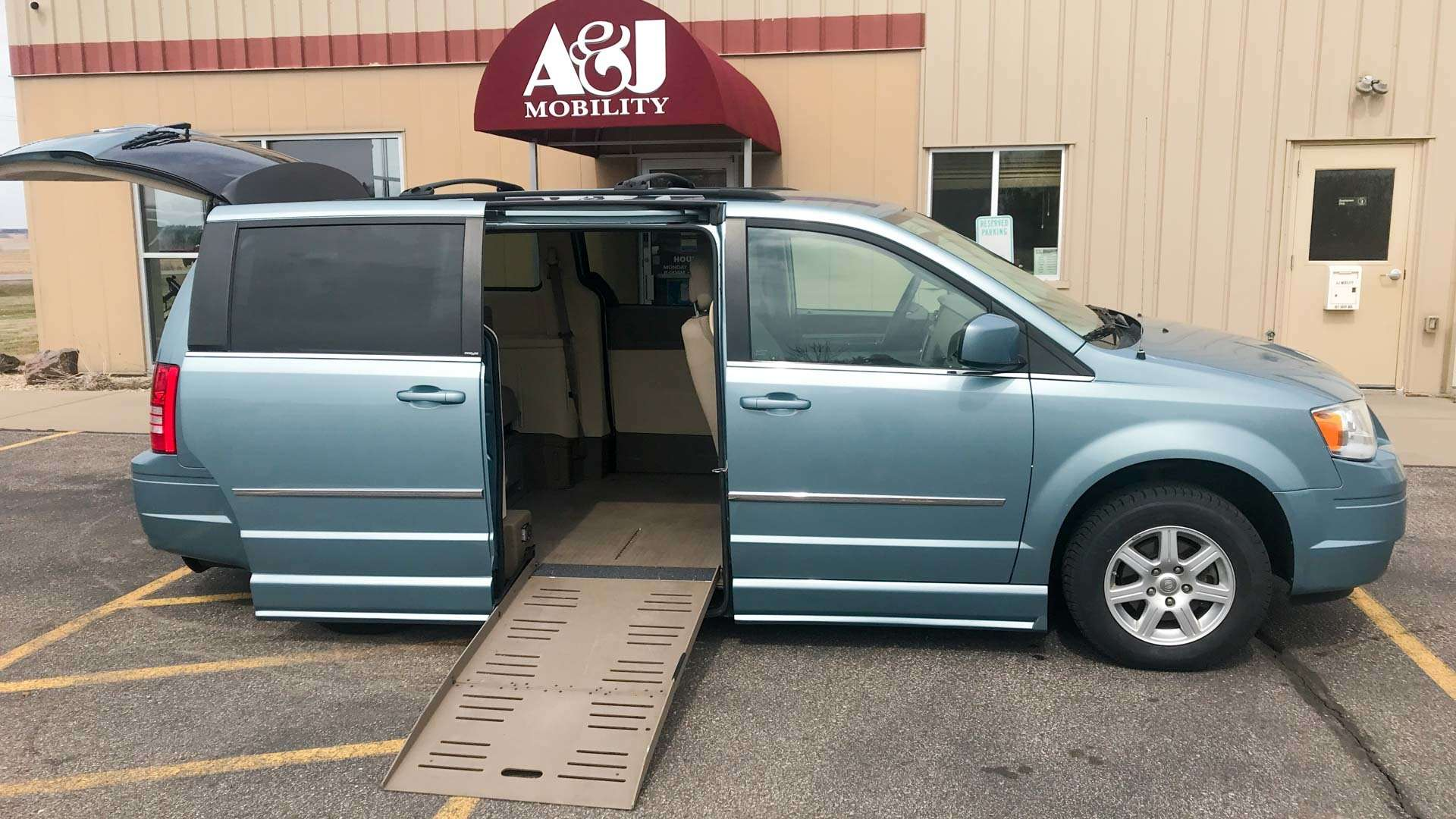 2010 Chrysler Town and Country | Conversion: BraunAbility Chrysler Entervan II